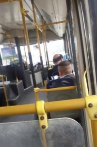 公交车上如此景色