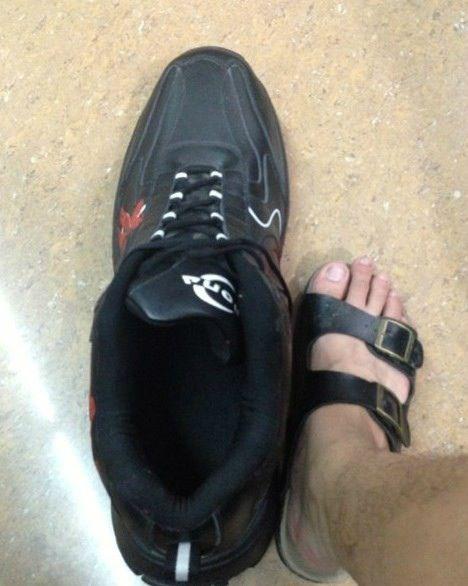 网购了双鞋老板说偏大