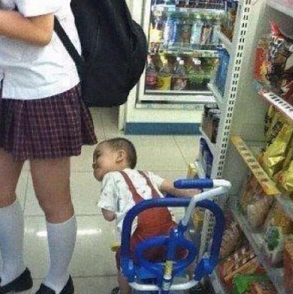 短裙与孩子