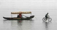 船与自行车之间的会车