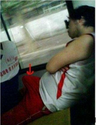 公交上也能睡得这么香